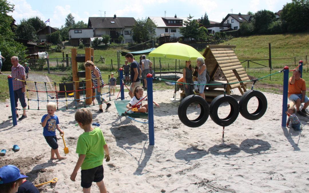 Spielplatz-Einweihung und Kindergarten-Fest in Althütte